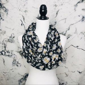Accessories - 🌼3/$25🌼 Floral Infinity Scarf